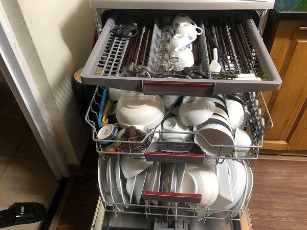 Máy rửa bát 8 bộ có thể xếp được rất nhiều vật dụng